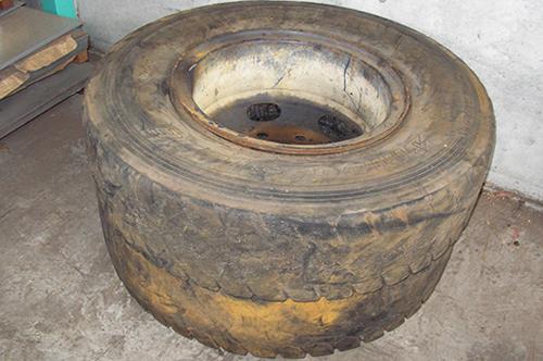 廃タイヤの形は大小あります