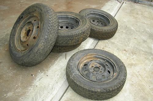 廃タイヤを収集しております