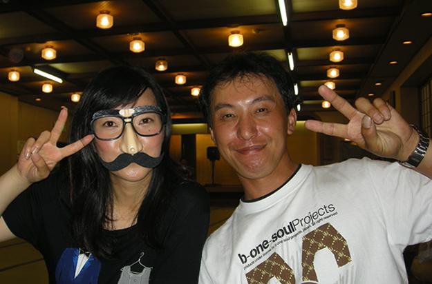 本日の特別ゲストのマジシャンミセスS(左)です。