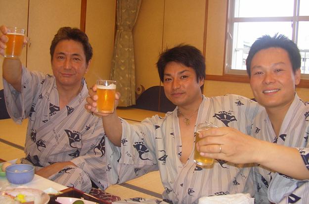 営業部の精鋭3人組。仕事も宴会も全力です。