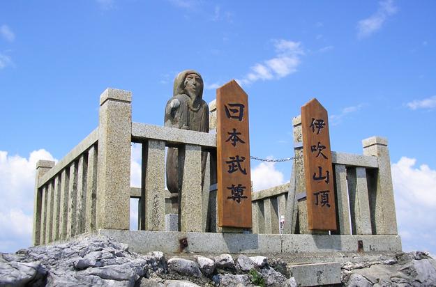 日本武尊さん、登山者の方々の人気者です。