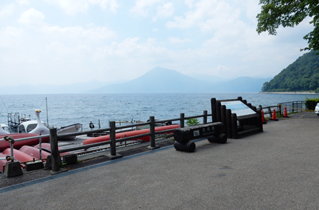 まるで海の様な支笏湖です。