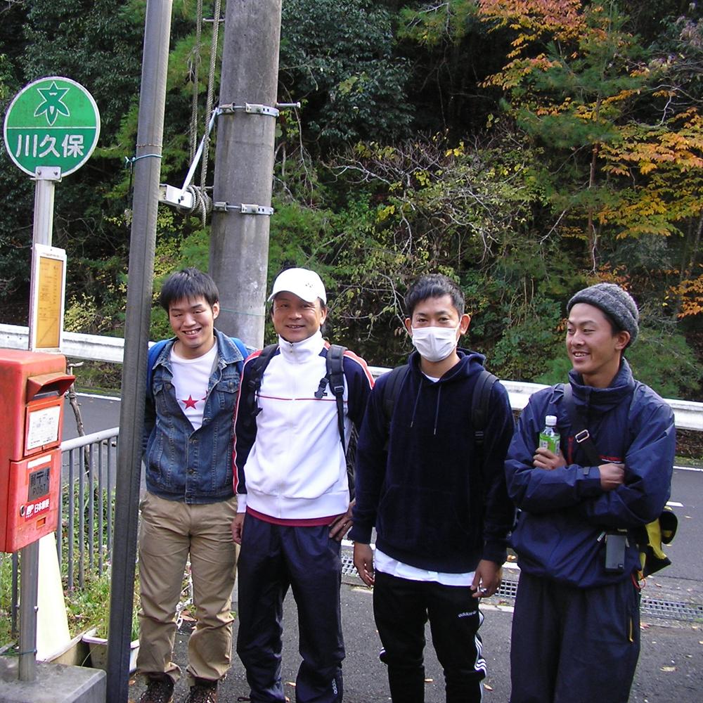 高槻市バス、川久保からポンポン山へ向かいます。