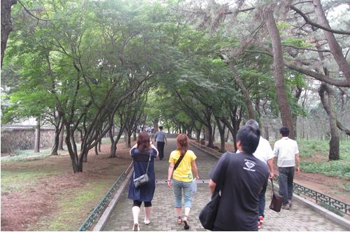 古墳公園を散策